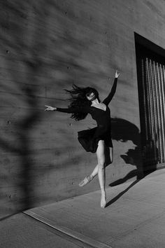 A creative souble exposure shot of a ballet dancer in black and white - ballet pictures Dance Photography Poses, Dance Poses, Photography Portraits, Creative Dance Photography, Street Photography, Horse Girl Photography, Hair Photography, Urban Photography, Color Photography