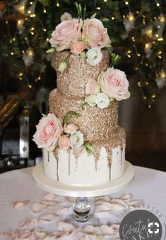 Gold Wedding Cakes For 80 servings, price cat. C, £ 475 plus £ 65 flowers Pretty Cakes, Beautiful Cakes, Torte Rose, Quince Cakes, Sweet 16 Birthday Cake, 16th Birthday, Sweet 16 Cakes, Sweet Sixteen Cakes, Quinceanera Cakes