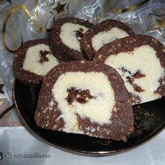 Reteta Rulada de Biscuiti (de Post) No Cook Desserts, Vegan Desserts, Dessert Recipes, Jacque Pepin, Homemade Sweets, Good Food, Yummy Food, Delicious Deserts, Oreo Dessert