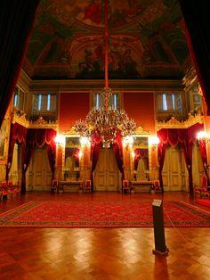 Sala dos tronos reais - O Palácio da Ajuda é uma das atrações que não se pode perder em Portugal. Serviu por várias décadas como residência da Família Real portuguesa e foi um dos lugares que mais gostamos de ter ído em nossas viagens.
