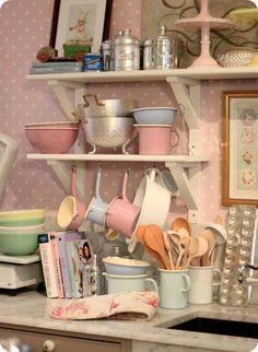 Pastel kitchenware by allie Cocina Shabby Chic, Shabby Chic Kitchen, Kitchen Decor, Kitchen Ware, Kitchen Shelves, Kitchen Colors, Kitchen Dining, Room Deco, Pastel Kitchen