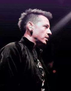 Chester Bennington / Linkin Park a differant look but I like it
