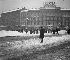 A Menton kávéház az Oktogonon, 1907 Old Pictures, Old Photos, Vintage Ads, Vintage Photos, Tv Ads, Budapest Hungary, Print Ads, Historical Photos, The Past