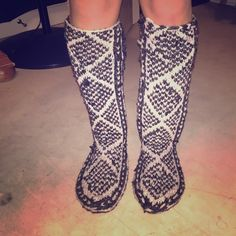 """Slipper boots! Worn maybe twice (inside only). Comfy """"slipper boots"""", knitted yarn material, unsure what material the sole is. Size small (I wear 7.5) but can fit anywhere from 6.5 to maybe 8.5 or 9. ‼️make an offer‼️ Shoes Slippers"""