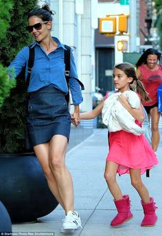 Katie Holmes in a Denim Skirt. She was spotted holding tight to her daughter, Suri's, hand as they fled through New York City to her apartment. Mommy Style, Her Style, Celebrity Dresses, Celebrity Style, Celebrity Kids, Katie Holmes, Cruise Outfits, Double Denim, Cute Celebrities