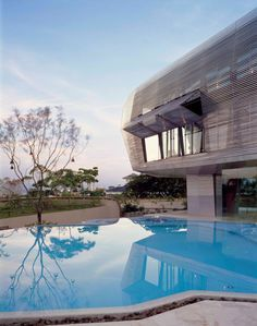 HouseY - architect, Jouin Manko, Ort --Kuala Lampur, Malaysia via design-dautore Wood Architecture, Amazing Architecture, Amazing Buildings, Cabana, Kuala Lampur, Luxury Modern Homes, Contemporary Homes, My Pool, Cool Pools