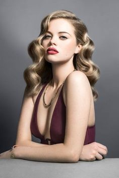 old hairstyles represents a clear reminder of a time of elegance and femininity. Love vintage hairstyles and want to add some sexy look? Well, Retro hairstyles are super best option for you, discover 10 Amazing Retro Hairstyles for you. Permed Hairstyles, Retro Hairstyles, Elegant Hairstyles, Old Hollywood Hairstyles, Bridal Hairstyles, Classic Hairstyles, 1940s Hairstyles For Long Hair, Hairstyles 2016, Beautiful Hairstyles