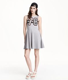 Sleeveless dress in jersey. Seam at waist, low-cut neckline at back, and a circle skirt.