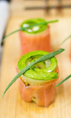 Salmon rolls with cream cheese (recipe)