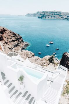 Santorini dreaming ✨ planning your summer in Europe? head to my site for my Greece travel photo diaries! Beaches In The World, Places Around The World, Travel Around The World, Mykonos, Santorini Greece, Vacation Destinations, Dream Vacations, Greece Destinations, Places To Travel