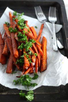 Roasted Balsamic Honey Glazed Carrots by Drool-Worthy (vegetarian side dish recipe)