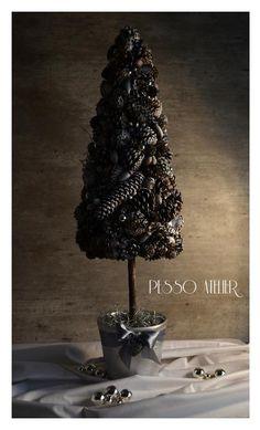 Świąteczne dekoracje Christmas decorations Świąteczne drzewko choinka z bielonych szyszek