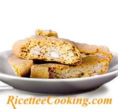 Ingredienti: farina, zucchero, mandorle con la buccia, uova, miele, bicarbonato di sodio, vanillina