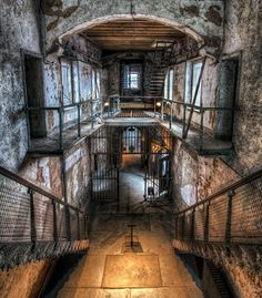 Eastern State Penitentiary - a beautifully creepy place. Ok, not a school house but so cool and creepy Old Buildings, Abandoned Buildings, Abandoned Places, Abandoned Prisons, Abandoned Mansions, Spooky Places, Haunted Places, Eastern State Penitentiary, Old Houses