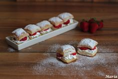 Puff Pastry w/Meringue & Strawberry Snacks - Ingredients Mini Strawberry Shortcake, Strawberry Snacks, Mini Desserts, Just Desserts, Vegan Mushroom Soup, Homemade Pasta, Mini Foods, Strawberries And Cream, What To Cook
