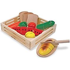 This pretend play food set can provide hours of entertainment for your child. The Cutting Food - Wooden Play Food by Melissa & Doug is tons of fun! Toys R Us, Kids Toys, Dango Peluche, Wooden Play Food, Play Food Set, Play Sets, Wooden Storage Boxes, Melissa & Doug, Pretend Play