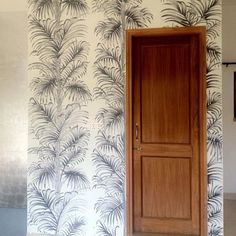Black and white ecru palm