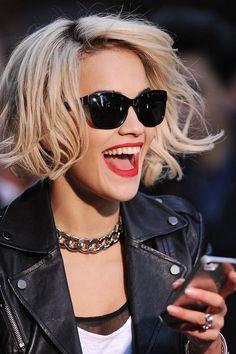 rita ora coupe au carre blonde - EN IMAGES. Les 10 plus belles coiffures de 2013 - L'EXPRESS