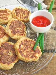 Meat Recipes 67469 A simple and quick recipe for parmesan cauliflower croquettes for an original aperitif or a healthy dish Healthy Juice Recipes, Healthy Juices, Healthy Dishes, Quick Recipes, Steak Recipes, Quick Easy Meals, Vegetarian Recipes, Cooking Recipes, Healthy Meals