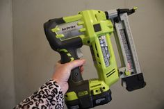 The new RYOBI Airstrike Cordless Stapler has a built in compressor, shoots 60 staples per minute and ladies can actually squeeze the trigger! {The Creativity Exchange} Ryobi Cordless Tools, Ryobi Tools, Furniture Projects, Wood Projects, Diy Furniture, Diy Tech, Reupholster Furniture, Stapler, Diy Accessories