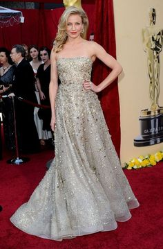 Cameron Diaz wore this tulle Oscar de la Renta gown with Cartier jewelry in 2010.