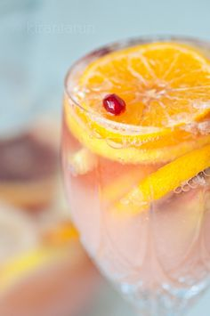 Citrusy Champagne Sangria  4 cups freshly squeezed grapefruit juice 1 cup ginger ale 1 lemon, thinly sliced 1 blood orange, thinly sliced 3 clementines, thinly sliced 1 honey crisp apple, thinly sliced 1/2 cup pomegranate arils  1/4 cup sugar 1/3 cup water pinch of salt