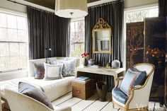 Tour a gracious Alabama home brimming with design inspiration for antique lovers.