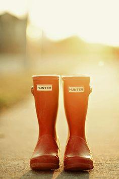 orange rubber boots want these! Orange You Glad, Orange Is The New, Color Naranja, Hunter Rain Boots, Orange Fashion, Orange Crush, Happy Colors, My Favorite Color, Orange Color