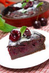 Fondant chocolat noir cerises un mélange divin et gourmand à servir tiéde avec une créme anglaise