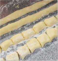 receita prática e fácil de nhoque de batata Portuguese Recipes, Italian Recipes, New Recipes, Vegetarian Recipes, Favorite Recipes, I Love Food, Good Food, Yummy Food, Pasta Recipes