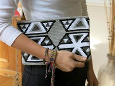 Handmade Wayuu Patterned Clutch por EKIIOrigins en Etsy Inkle Weaving, Card Weaving, Crotchet Bags, Knitted Bags, Crochet Clutch, Crochet Purses, Tapestry Bag, Tapestry Crochet, Love Crochet