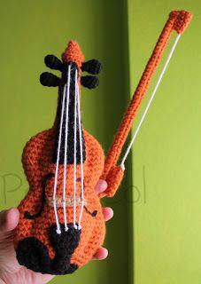 http://elrincondepequecol.blogspot.com.es/2013/03/camiseta-y-violin-amigurumi-para.html
