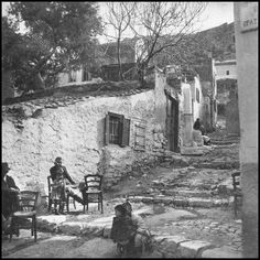 https://flic.kr/p/YGgeAo | Δρόμος της Αθήνας. Φωτογραφία: Antoine Bon από το βιβλίο Retour en Grèce, 1938.