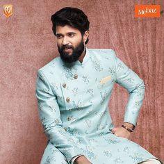 Famous Indian Actors, Vijay Actor, Vijay Devarakonda, Engagement Photo Poses, Actor Photo, Elegant Outfit, Wedding Season, Crowd, Attitude