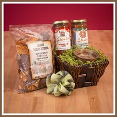 This Goldwater's chips and salsa kit is the perfect sampler featuring Arizona recipes from the famous senator. Black Bean Corn Salsa, Corporate Gift Baskets, Chips And Salsa, Specialty Foods, Tortilla Chips, Food Items, Food Porn, Secret Pal, Homemade