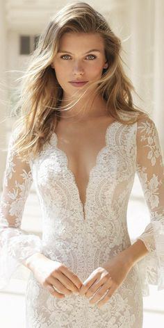 27 Fantasy Wedding Dresses From Top Europe Designers Fantasy Wedding Dresses, Wedding Dresses Photos, Designer Wedding Dresses, Wedding Gowns, Mod Wedding, Wedding Lace, Bridal Lace, Dress Picture, Lace Weddings