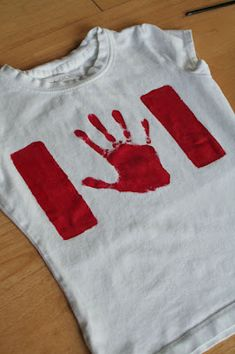 Need Canada day attire? Look no further here is a simple and effective craft idea that could be worn this year at the Canada Day celebration in downtown Niagara Falls. Canada Day Flag, Canada Day 150, Canada Day Shirts, Canada Day Party, Happy Canada Day, Canada Eh, Canada Day Crafts, Activities For Kids, Crafts For Kids