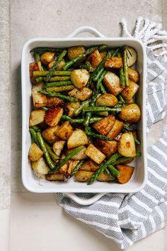 Balsamic Roasted New Potatoes with Asparagus via @wallfloweraimee