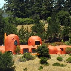 The Flintstones house in Burlingame, California, USA. The house was designed and built in as an experiment in new building materials, in the form of a series of domes. I