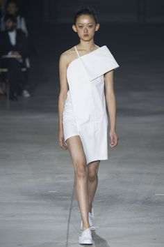 Jacquemus Spring 2016 Ready-to-Wear Collection Photos - Vogue | @andwhatelse