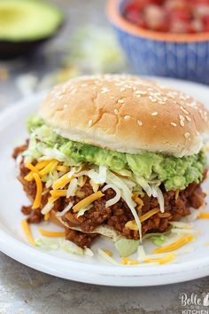 These Taco Sloppy Joes are the perfect mix of two dinnertime favorites! They are quick, easy to make, and a total crowd pleaser. Load them up with your favorite toppings and serve for an awesome dinner or for parties! Shawarma, Quesadillas, Hearty Vegetable Soup, Lime Chicken Tacos, Baked Fish Fillet, Sloppy Joes Recipe, Easy Dinner Recipes, Dinner Ideas, Easy Meals