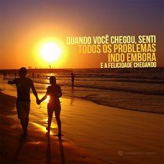Quando você chegou senti todos os problemas indo embora e a felicidade chegando. #mensagenscomamor #frases #casais #praia #sol #sentimentos #problemas #felicidade