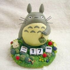 This perpetual Totoro calendar that'll make your desk your happy place.