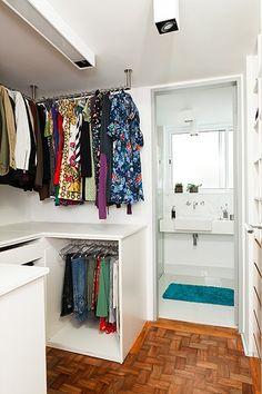Closet Pequeno Porta Ideas For 2019 Bathroom Linen Closet, Master Bedroom Closet, Organizar Closet, Rustic Closet, Closet Layout, Linen Closet Organization, Bedroom Layouts, Home Decor, Plasma