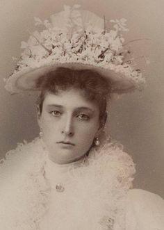 Empress Alexandra Feodorovna, Alix of Hesse, daughter of Alice from Britain. Anastasia, Maria Feodorovna, Mode Russe, Tsar Nicolas Ii, Familia Romanov, Grand Duchess Olga, House Of Romanov, Princess Alice, Royals