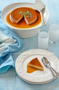Flan (Creme Caramel) a dessert inherited from the Spaniards and common in all Latin America also deserved to be in our collection. Creme Caramel, Caramel Flan, Dominican Recipes, Spanish Desserts, Mexican Desserts, Spanish Food, My Favorite Food, Favorite Recipes, Gastronomia