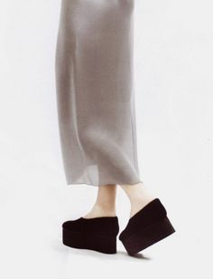 Woman Trousers coco chanel first woman to wear trousers Fashion Details, Look Fashion, Fashion Shoes, Fashion Outfits, Womens Fashion, Fashion Design, Fashion Black, Streetwear, Mode Cool