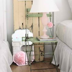 5 Active Tips AND Tricks: Vintage Home Decor Bohemian Spaces vintage home decor shabby bedroom ideas.Vintage Home Decor Bohemian Spaces vintage home decor on a budget shabby chic.Vintage Home Decor Living Rooms. Retro Home Decor, Chic Bedroom Design, Chic Interior, Home Decor, Shabby Chic Interiors, Eclectic Bedroom, Shabby Chic Furniture, Bedroom Night Stands, Bedroom Vintage