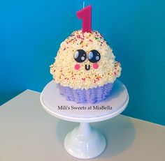 cupcake cake, kawaii fondant decorations by Mili's Sweets