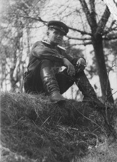 Старший лейтенант Михаил Александрович Шутый в Германии. Командир батареи 45-мм пушек в составе 83-го гвардейского стрелкового полка 27-й гвардейской стрелковой дивизии 8-й гвардейской армии; ранее там же командовал взводом 76-мм полковых пушек ОБ-25.
